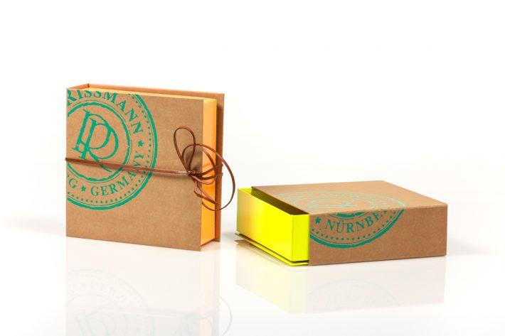 Specials_Twisted-Box+Schuber_RISSMANN-Neon_1