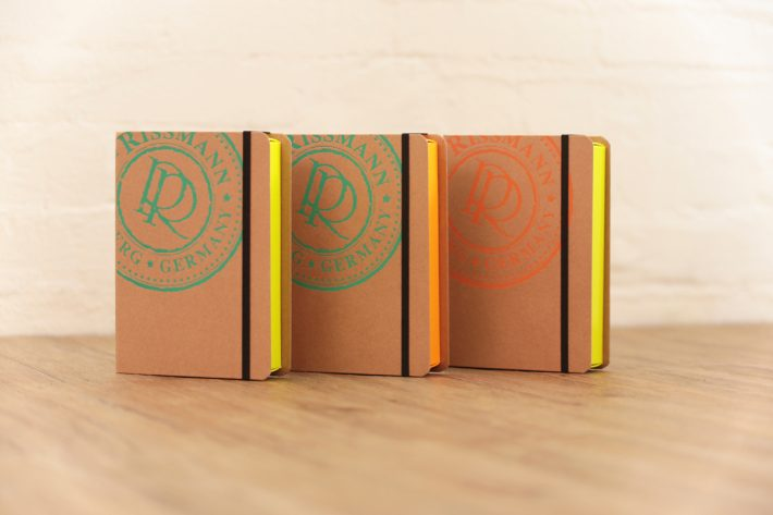 Bookbox_RISSMANN-Neon_ambient_2a